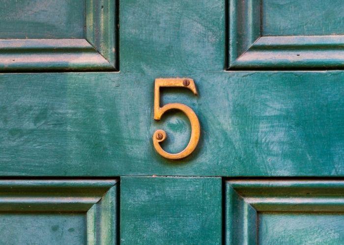 numerologi og husnummer 5